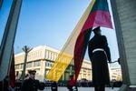 Nuotrauka. Valstybės vėliavos pakėlimo ceremonija. Seimo kanceliarijos (aut. O. Posaškova) nuotr.