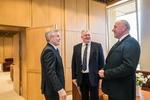Nuotrauka. Seimo Pirmininko Viktoro Pranckiečio susitikimas su Utenos kolegijos direktoriumi Gintautu Bužinsku. Seimo kanceliarijos (aut. Dž. G. Barysaitė) nuotr.