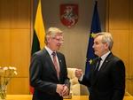 Nuotrauka. Seimo Pirmininkas Viktoras Pranckietis susitiko su Norvegijos Karalystės ambasadoriumi Karstenu Klepsviku. Seimo kanceliarijos (aut. O. Posaškova) nuotr.