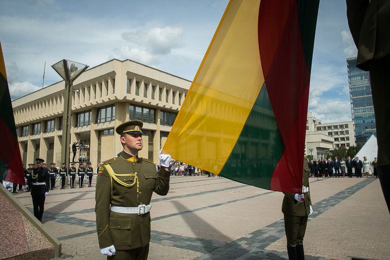 Valstybės vėliavos pakėlimo ceremonija. Seimo kanceliarijos (aut. O. Posaškova) nuotr.