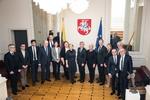 Nuotrauka. Seimo Pirmininkas Viktoras Pranckietis susitiko su Briuselyje veikiančių tyrimų centrų ir žiniasklaidos priemonių atstovais. Seimo kanceliarijos (aut. Dž.G.Barysaitė) nuotr.