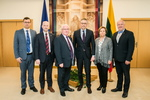 Nuotrauka. Nacionalinio saugumo ir gynybos komiteto nariai susitiko su Airijos Irachto Jungtinio užsienio reikalų, prekybos ir gynybos komiteto pirmininku Brendanu Smitu. Seimo kanceliarijos (aut. O. Posaškova) nuotr.