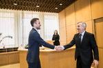 Nuotrauka. Seimo Pirmininko Viktoro Pranckiečio susitikimas su naujienų agentūros BNS direktoriumi Ramūnu Šaučikovu. Seimo kanceliarijos (aut. Dž. G. Barysaitė) nuotr.