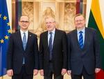 Nuotrauka. URK-ERK narių susitikimas su Albanijos užsienio reikalų ministru. Seimo kanceliarijos (aut. O. Posaškova) nuotr.