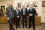 Nuotrauka. Letuvos Respublikos Seimo apdovanojimai, už indėlį atkuriant Lietuvos Respublikos nepriklausomybę ir už Lietuvos valstybės parlamentarizmo tradicijų stiprinimą